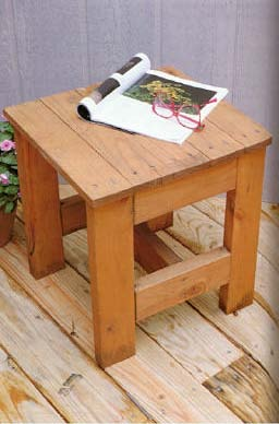 Small outdoor wood table plansfreewoodplans for Small outdoor table ideas